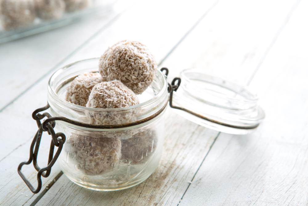 Raw Salted Caramel Balls | Nadia Felsch
