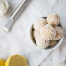 Raw Lemon Cheesecake Bites | Nadia Felsch