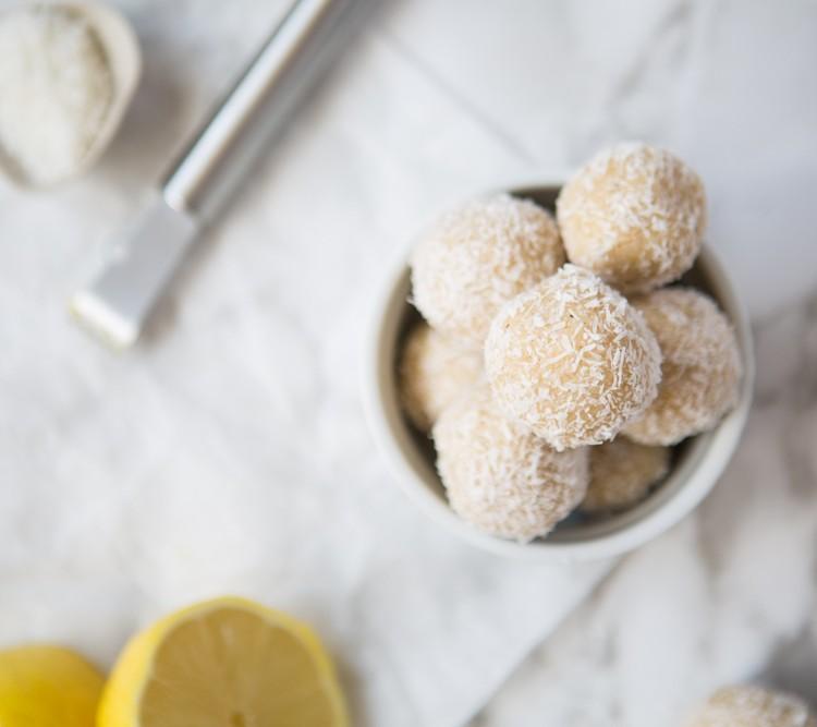 Raw Lemon Cheesecake Bites | Nadia Felsch