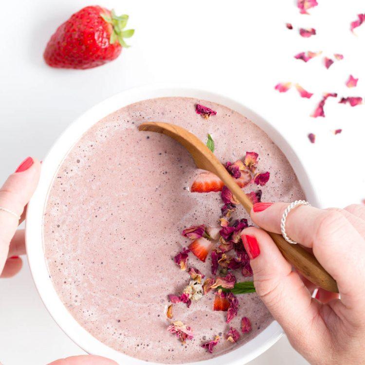 Rose, Chocolate & Berry Smoothie | Nadia Felsch