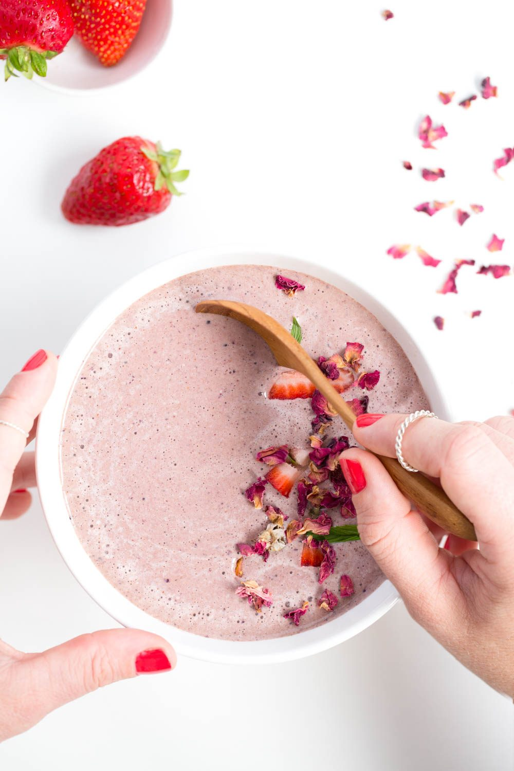 Rose, Chocolate & Berry Smoothie | Nadia Felsch