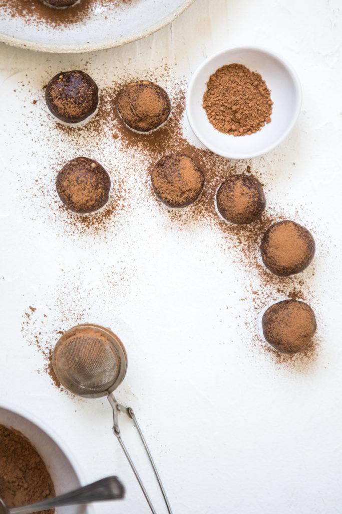 Raw Cacao Hazelnut Energy Balls | Nadia Felsch
