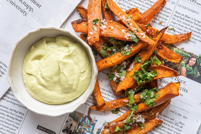 Sweet Potato Fries with Creamy Avo Dipping Sauce | Nadia Felsch